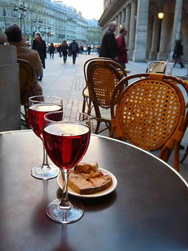 街中で楽しむワイン