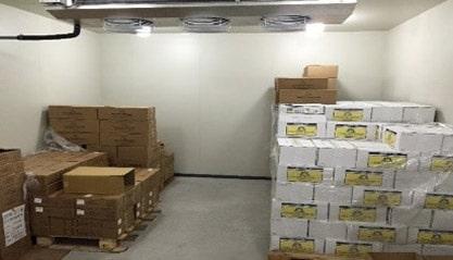 冷凍倉庫内に保管される輸入ワイン