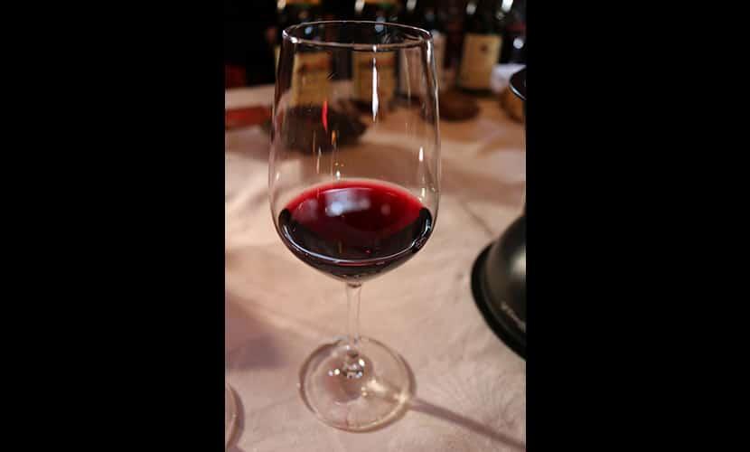 赤ワインの試飲